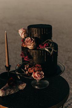 Gothic Wedding Cake, Black Wedding Cakes, Wedding Cakes With Cupcakes, Elegant Wedding Cakes, Wedding Cake Designs, Rustic Wedding, Elegant Cakes, Purple Wedding, Floral Wedding