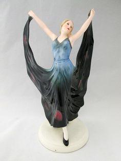 ART DECO AUSTRIAN PORCELAIN DANCING FIGURINE.