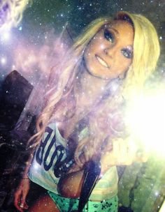 <3 wish I could do my hair and makeup like hers!