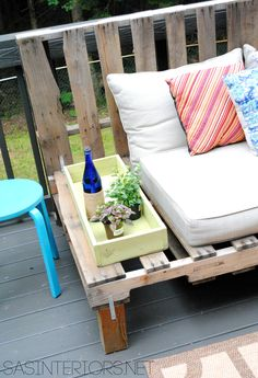 DIY: Outdoor Pallet Sofa