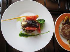 JHS / Gino D'Aquino  Un Hamburger  a  Treviso con patate  e pomodori  Gino D'Aquino -