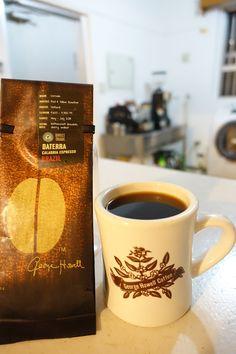 アメリカ・ボストンより     ブラジル Daterra Calabria Espresso 3600-3900feet ブルボン種 ナチュラル生産処理   上質なビターチョコレート、ロースティッドナッツ、 ダークチェリーなど少し重めの風味、甘味★
