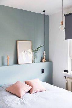 Couleurs pastel, rose poudré et bleu clair, dans la chambre