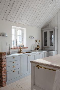 Future Home Interior Beach House Kitchens, Cottage Kitchens, Home Kitchens, Rustic Kitchen, Kitchen Decor, Neutral Kitchen, Cheap Dorm Decor, Interior Minimalista, Interior House Colors