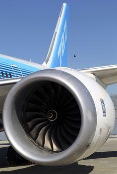 Boeing 787 Dreamliner Rolls-Royce Engine - what a beauty.