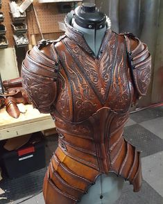 3,630 отметок «Нравится», 38 комментариев — Prince Armory (@princearmory) в Instagram: «Here is WIP of the upcoming Phoenix themed (female) armor! Like our FB page to see the full…»