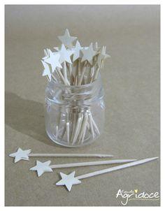 Kit com 20 toppers de estrelas brancas.  Valor do kit: 13,00. R$ 13,00