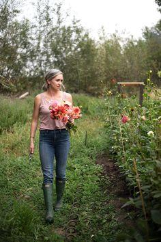 Flower Garden Layouts, Cut Flower Garden, Cut Garden, Small Flower Gardens, Flower Gardening, Green Garden, Growing Flowers, Cut Flowers, Pink Flowers