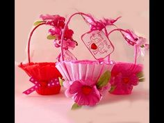 Cute little baskets: decorated paper nut cups with a crape paper streamer and pipe cleaners. Embellish with ribbons & flowers. Handmade Valentine Gifts, Valentine Gift Baskets, Easter Gift Baskets, Valentine Day Crafts, Vintage Valentines, Valentine Decorations, Be My Valentine, Easter Crafts, Holiday Crafts