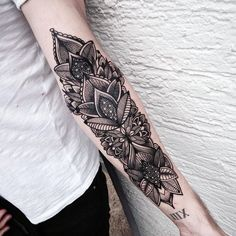 The Best Collection of Forearm tattoo designs that will make you squeal into wanting one. We'll delve into various tattoo designs that men and women prefer on their own skin. Maori Tattoos, Cool Forearm Tattoos, Forearm Tattoo Design, Neue Tattoos, Ink Tattoos, Body Art Tattoos, Cool Tattoos, Tatoos, Octopus Tattoos