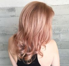 <p>Long bob en 'Rose Gold Blonde'.</p>