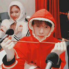 his couple's always doing stupid thinks - Johnny roses_are_rosie updat Korean Couple, Best Couple, Kpop Couples, Cute Couples, Taeyong, Winwin, Read Rose, Foto Rose, Blackpink And Bts