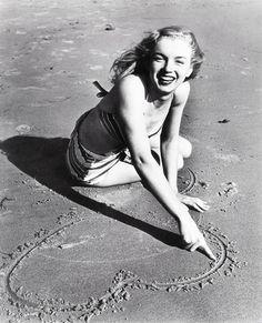 Marilyn Monroe photographed by Joseph Jasgur, 1946