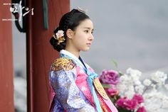 The King's Doctor(Hangul:마의;hanja:馬醫;RR:Ma-ui; lit.Horse Doctor) is a 2012South Koreantelevision series depictingBaek Gwang-hyeon(1625–1697), Joseon Dynasty veterinarian, starringJo Seung-wooandLee Yo-won. It aired onMBC.The life of aJoseon-era low-class veterinarian specializing in the treatment of horses, who rises to become the royal physician in charge of the King's health. 숙휘공주 김소은