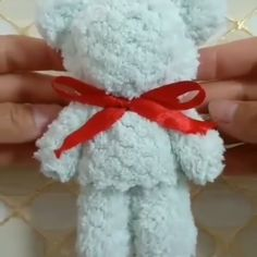 DIY Papier Simple teddy bear # Bear Buying Clothing When Christmas Shopping Article B Valentines Bricolage, Valentine Day Crafts, Yarn Crafts For Kids, Diy And Crafts, Kids Diy, Diy Crafts Hacks, Diys, Craft Gifts, Diy Gifts