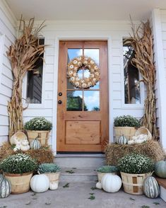 Fall Porch Decorating Ideas That Have Us Bewitched Autumn porch with white pumpkin wreath More from my site fall decor front porch, fall decor front porch entryway, fall decor front porch … Festive Fall Front Porch Diy Home Decor Rustic, Fall Home Decor, Autumn Home, Autumn Fall, Modern Fall Decor, Outdoor Fall Decorations, Fall Mums, Balcony Decoration, Autumn Ideas