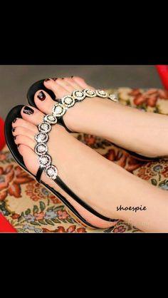 1961 Cute sandals. Great pedi.