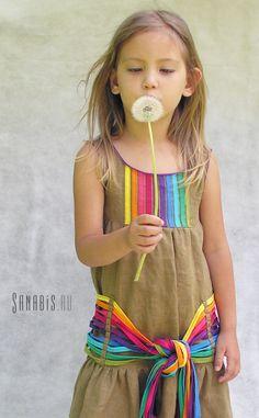 Льняное платье для девочки с радужным поясом  ~ Sanabis.ru