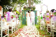 wow I love this!!! Looks like a lot of work though :/ Lake wedding in Bali