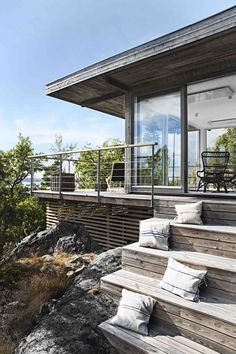 16 charmante skandinavische Veranda-Designs, die Sie draußen halten 16 charming Scandinavian porch designs that keep you out there build Veranda Design, Deck Design, Skandinavisch Modern, Modern Deck, Porches, Modern Wooden House, Wooden House Design, Wooden Houses, Building A Porch
