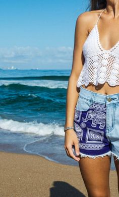 White crochet top and embroidered shorts : beach outfit idea : boho fashion