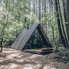 a frame / cabin inspo / cabin in the woods / cottage / great escape / modern cabin / minimal / Bungalow, Alpine Modern, A Frame Cabin, Cabins And Cottages, Cabins In The Woods, Tiny House, Architecture Design, Sustainable Architecture, House Design