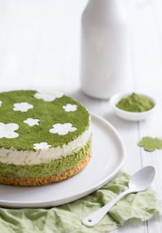 MATCHA GREEN TEA & LIME CHEESECAKE [nicestthings] [culinary stencil designs]