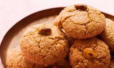 Nigel Slater's proper macaroon recipes Nigel Slater's proper macaroon recipes Almond Macaroons, Almond Cookies, Nigel Slater, Macaroon Recipes, Galletas Cookies, Most Popular Recipes, Favorite Recipes, Little Cakes, Biscuit Cookies
