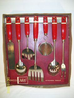 Visit my blog   http://cdiannezweig.blogspot.com/  and my site http://iantiqueonline.ning.com/    vintage kitchen tools...ok, I want these!