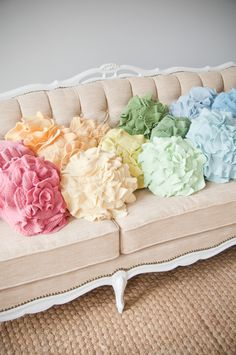 These are nice coloured pompoms for the 'pastel colours' Soft Colors, Pastel Colors, Pastel Floral, Pastel Decor, Soft Pastels, Pastel Interior, Ideas Hogar, Flower Pillow, Pretty Pastel