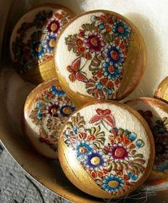 Vintage-Satsuma-porcelain-buttons with flowers and butterflies.