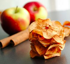 Spiced Apple Chips | 23 Healthier Alternatives To Potato Chips