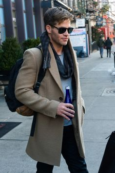 Chris Pine Photos Photos - Chris Pine is seen stepping out on January - Chris Pine Steps Out Beautiful Men, Beautiful People, Haircuts For Men, Men's Haircuts, Chris Evans, Famous Faces, Sexy Men, How To Look Better, Celebrity Style