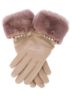 Brian Atwood's Gift for the Chic Mom: luxe cashmere-lined gloves Studded Leather, Real Leather, Bracelet Crochet, Gloves Fashion, Vintage Gloves, Brian Atwood, Mitten Gloves, Mittens, Mode Outfits
