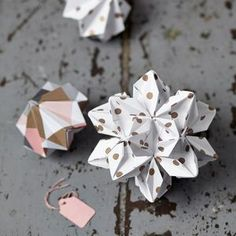 Luxury Origami Decorations xo  http://www.notonthehighstreet.com/abigailwarner/product/gold-scallop-glitter-bunting