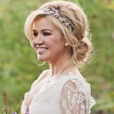Kelly Clarkson was certainly a beautiful bride over the weekend as she married talent manager Bra...