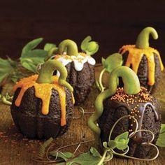 Mini bundt cake pumpkin cakes