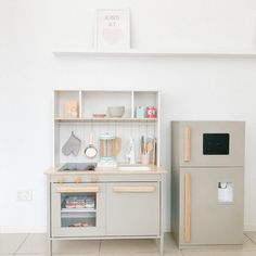 15 Wonderful DIY ideas to Upgrade the Kitchen Play Kitchen Diy, Ikea Kids Kitchen, Kids Wooden Kitchen, Ikea Kids Room, Kitchen Hacks, Kmart Toy Kitchen, Play Kitchens, Ikea Hack Kids, Ikea Hacks