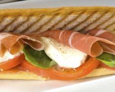 Panini diététique à la tomate, jambon fumé et mozzarella : http://www.fourchette-et-bikini.fr/recettes/recettes-minceur/panini-dietetique-a-la-tomate-jambon-fume-et-mozzarella.html