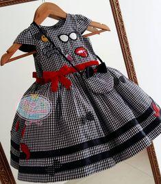 Vai ter #MiniBlogger linda, com nosso vestido super estiloso, distribuindo charme e simpatia em SP!!! ✈  #vestidodefestainfantil #vestidodemenina #minniblogger #minidiva #emojis #lookdodia #ootd #natalrn #maedemenina #boatardee