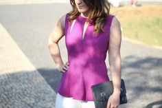 calca-flare-branca-blusa-rosa-recortes-tiara-look-do-dia-drops-das-dez-laina-laine-4