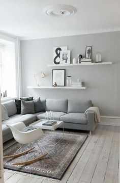 Kleine Wohnung – was nun? & Sweet Home Kleine Wohnung – was nun? & Sweet Home The post Kleine Wohnung – was nun? Living Room Grey, Home Living Room, Apartment Living, Apartment Hacks, Cozy Living, Minimal Apartment, Living Room Shelving, Grey Room, Shelf Ideas For Living Room