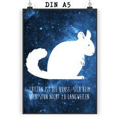 Poster DIN A5 Chinchilla aus Papier 160 Gramm  weiß - Das Original von Mr. & Mrs. Panda.  Jedes wunderschöne Motiv auf unseren Postern aus dem Hause Mr. & Mrs. Panda wird mit viel Liebe von Mrs. Panda handgezeichnet und entworfen.  Unsere Poster werden mit sehr hochwertigen Tinten gedruckt und sind 40 Jahre UV-Lichtbeständig und auch für Kinderzimmer absolut unbedenklich. Dein Poster wird sicher verpackt per Post geliefert.    Über unser Motiv Chinchilla  Chinchillas sind Nagetiere und…