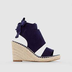Sandales Les petits prix : prix, avis & notation, livraison.  Les sandales LES PETITS PRIXDessus : synthétiqueDoublure : textileSemelle intérieure : textileSemelle extérieure : élastomèreHaut. de talon : 9 cm / plateau 1,5 cmFermeture : bride à nouerLes + : une sandale LES PETITS PRIX qui mêle à la fois l'esprit espadrille et l'élégance d'un talon compensé