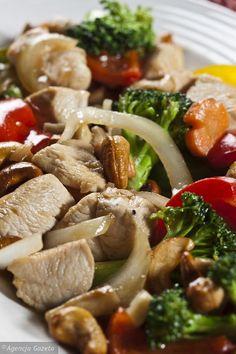 Kurczak z warzywami i orzechami nerkowca Polish Recipes, Polish Food, Healthy Eating, Beef, Chicken, Food Ideas, Diet, Meat, Thermomix