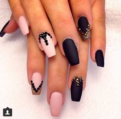 Get ready for some manicure magic as we bring you the hottest nail designs. French Nails Glitter, Black Acrylic Nails, Fancy Nails, Matte Nails, Pink Nails, Matte Pink, Matte Black, Glam Nails, Fabulous Nails