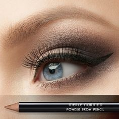 Enjoy the finish of a powder with the precision of a pencil in this long-lasting brow must-have. It's incredibly easy to use, whether you desire bold brows or something softer. It blends easily for a smooth finish.