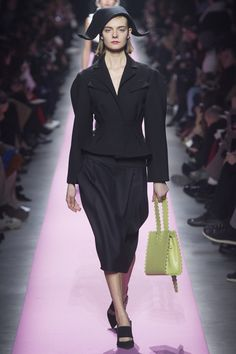 http://www.vogue.com/fashion-shows/fall-2017-ready-to-wear/jacquemus/slideshow/collection