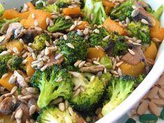 Brócolos e abóbora salteados com cogumelos - http://gostinhos.com/brocolos-e-abobora-salteados-com-cogumelos/