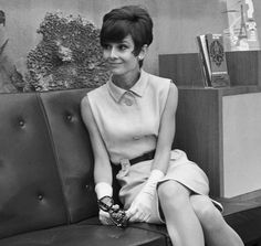 Audrey Hepburn models a flirty short style with bangs in 1965.        Credit: ARCHIVE/AFP/Getty Images                    Audrey Hepburn models a flirty short style with bangs in 1965.        Credit: ARCHIVE/AFP/Getty Images - via StyleList